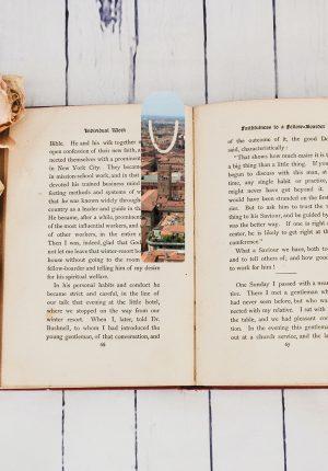 Разделител за книги със снимка